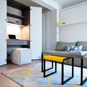 Шкаф с рабочим местом в маленькой квартире