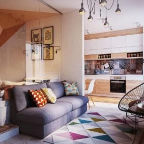 Геометрический узор на коврике в квартире