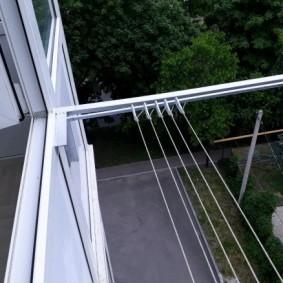 Уличная сушилка за окном квартиры без балкона