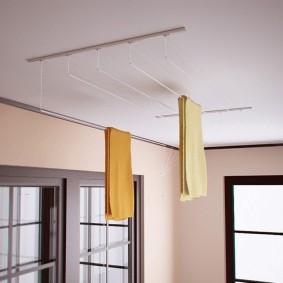 Подвесная сушилка на потолке лоджии