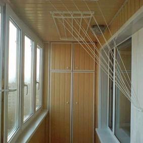 Интерьер балкона с отделкой панелями