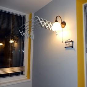 Настенный светильник на утепленном балконе