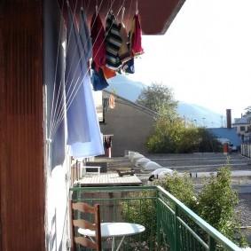 Сушка белья в условиях открытого балкона