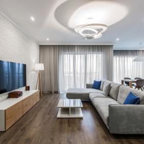 Телевизор с большой диагональю в квартире студии
