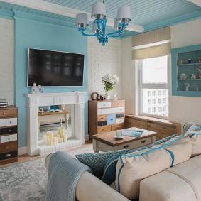 Голубой цвет в интерьере гостиной частного дома