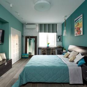 Бирюзовая спальня с телевизором в углублении стены