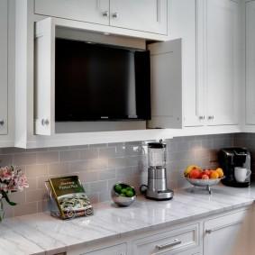 Шкаф с телевизором на кухне в квартире