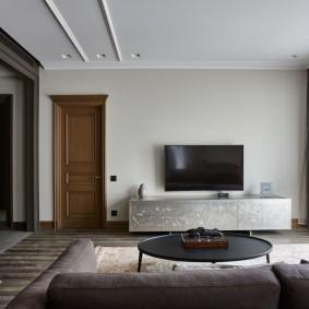 Интерьер гостиной с подвесным потолком