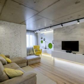 Бетонный потолок в интерьере гостиной