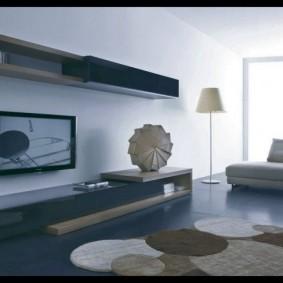Дизан гостиной комнаты с недорогой мебелью