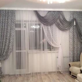 Декор разным тюлем окна в гостиной