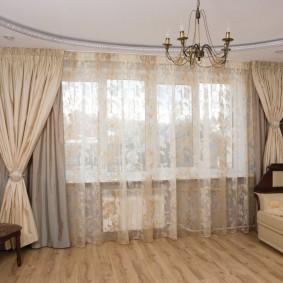 Гардина из вуали в интерьере гостиной