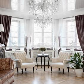 Уютная гостиная с натяжным потолком
