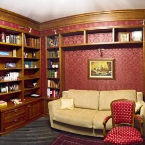 Бардовые обои в гостиной классического стиля