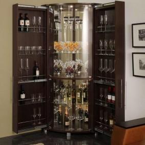 Угловой-шкаф для вина и фужеров