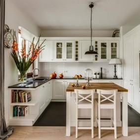 Красивая кухня с уютным интерьером