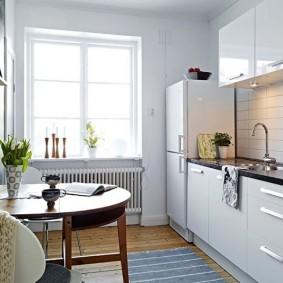 Оформление кухонного окна без занавесок