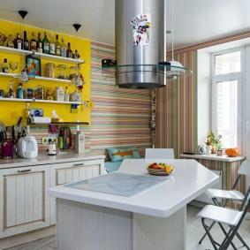 Островная вытяжка в интерьере кухни