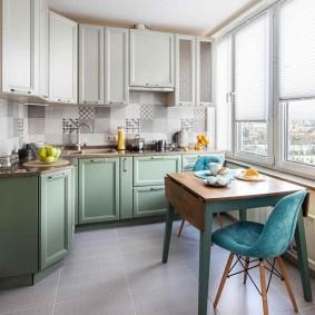 Ретро стол в кухне неправильной формы