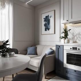 Уютный диванчик в кухне неоклассического стиля