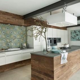 Кухонный остров с отделкой под дерево