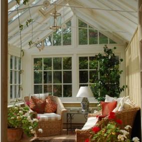 Интерьер отдельно стоящего зимнего сада на даче