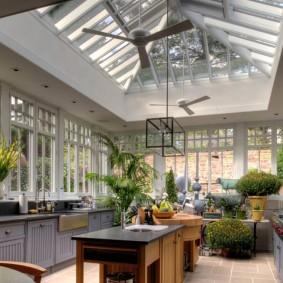 Зимний сад с летней кухней в одном помещении