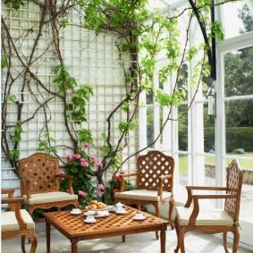 Деревянная мебель для зимнего сада в доме