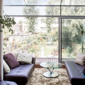 Низкие диванчики с обивкой из эко-кожи
