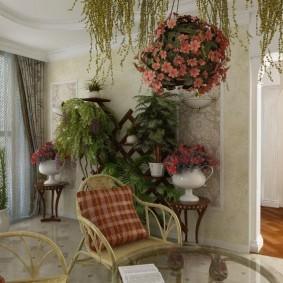 Подвесное кашпо с цветущими растениями