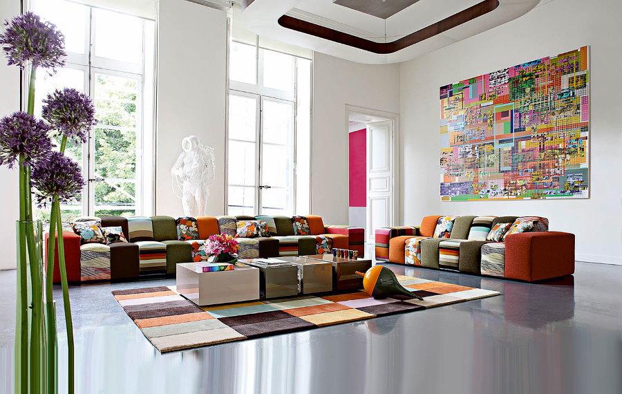 Просторная гостиная в стиле авангарда