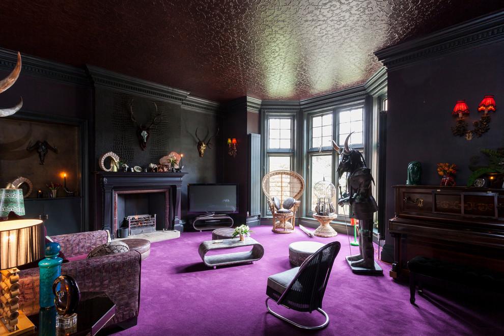 Фиолетовое покрытие пола в гостиной стиля готика
