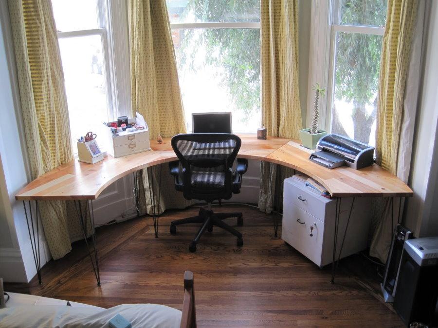 Рабочий кабинет в эркере спальной комнаты