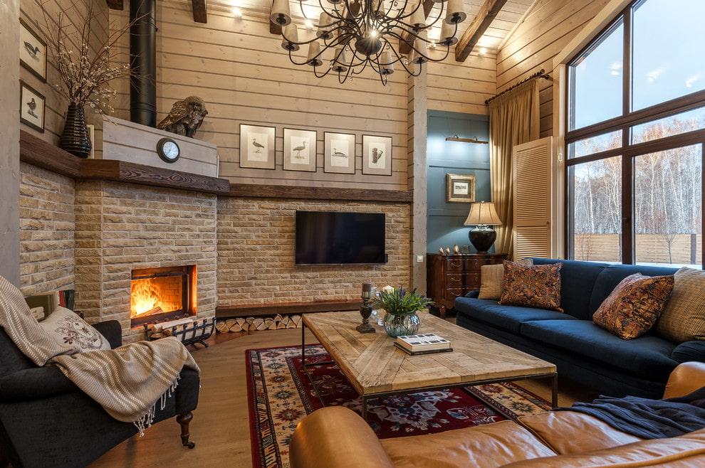 Дизайн гостиной частного дома с камином