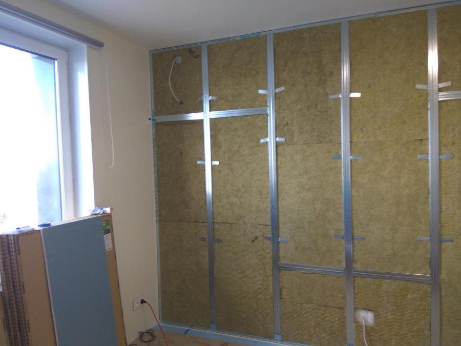 Каркасная шумоизоляция стены квартиры в панельном доме