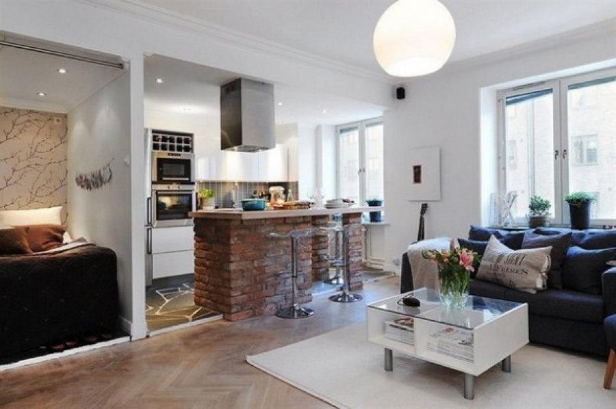 Кухонный остров из глиняного кирпича в квартире