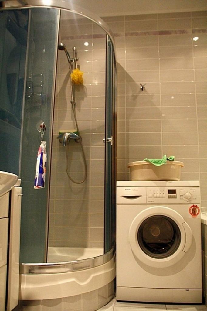 Угловая кабина в ванной со стиральной машиной