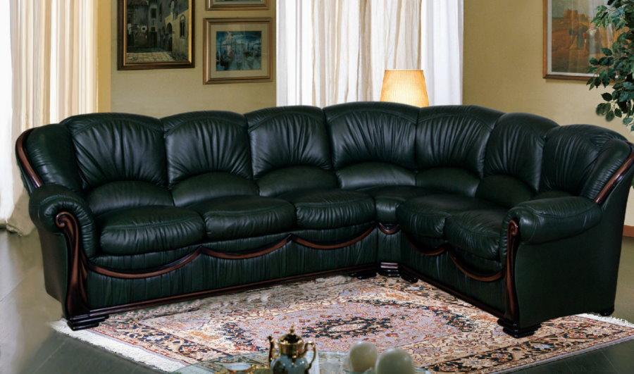 Черный кожаный диван угловой конфигурации