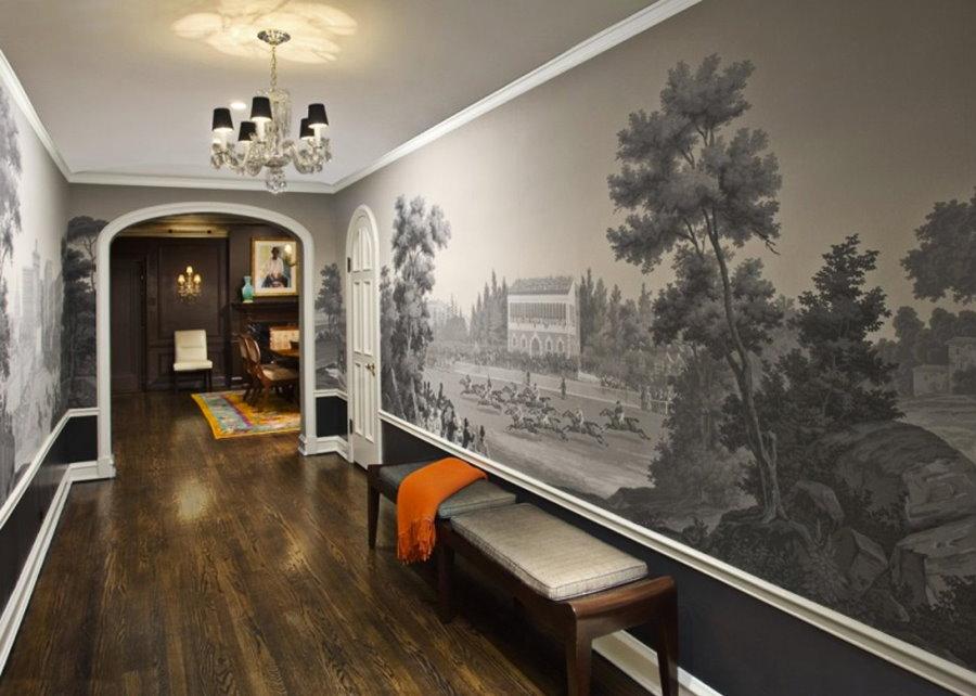 Отделка фотообоями стены в длинном коридоре