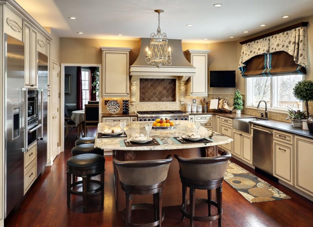 Уютный дизайн большой кухни