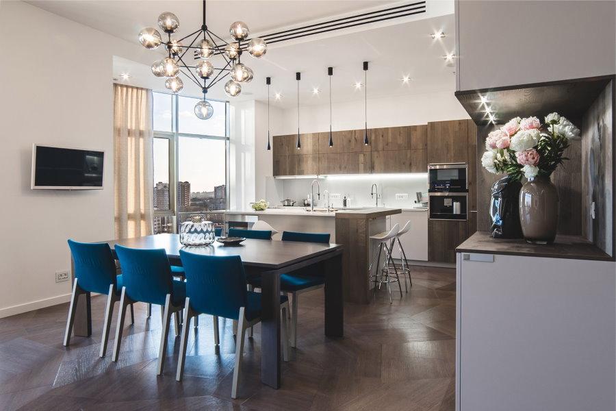 Кухня-столовая в квартире со свободной планировкой