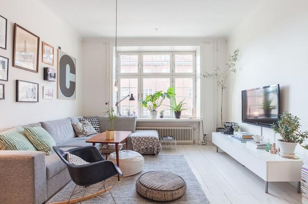 Оформление окна в гостиной скандинавского стиля