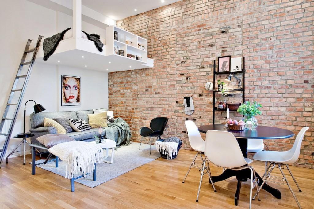 Подвесная кровать в студии с высокими потолками