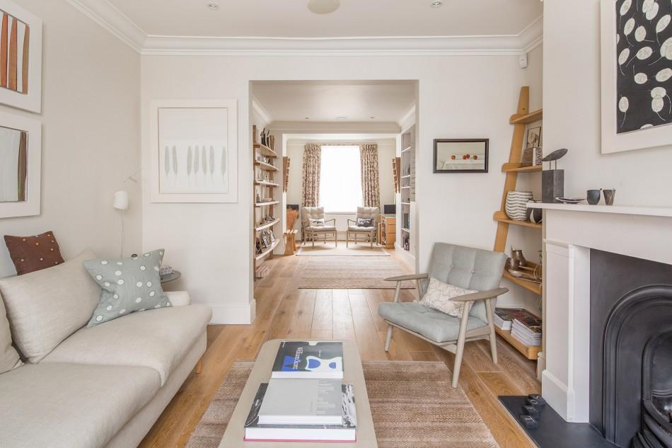 Меблировка гостиной комнаты с фальш-камином