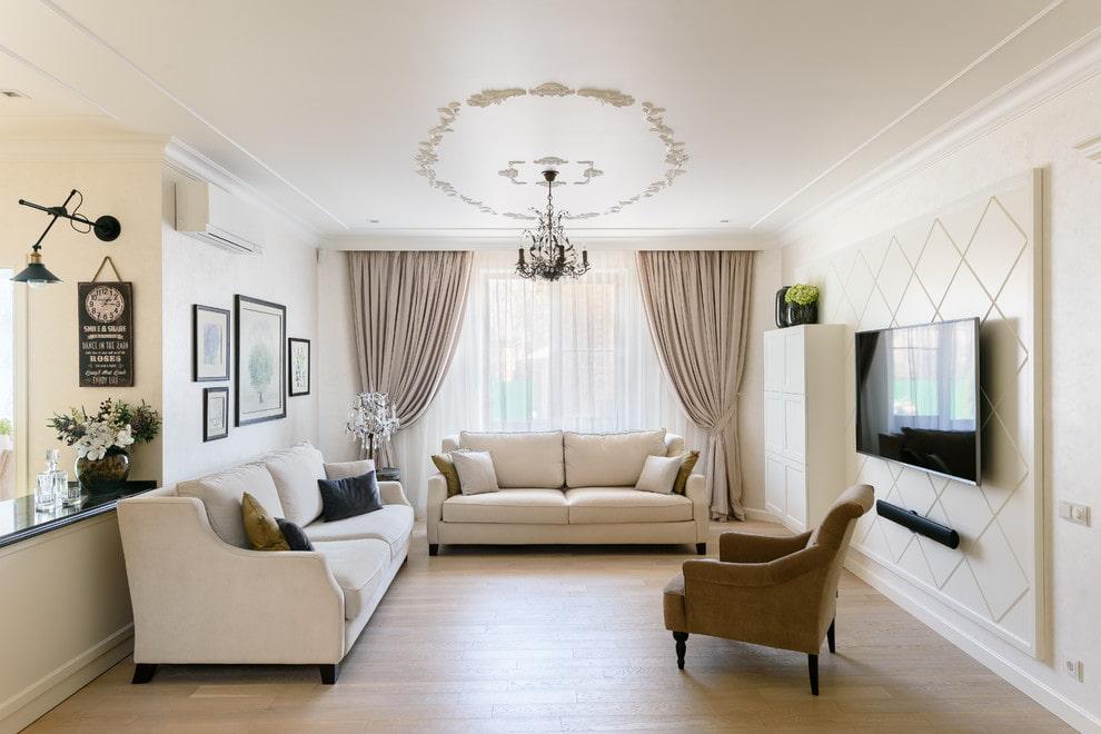 Интерьер гостиной с двумя диванами в стиле классицизма