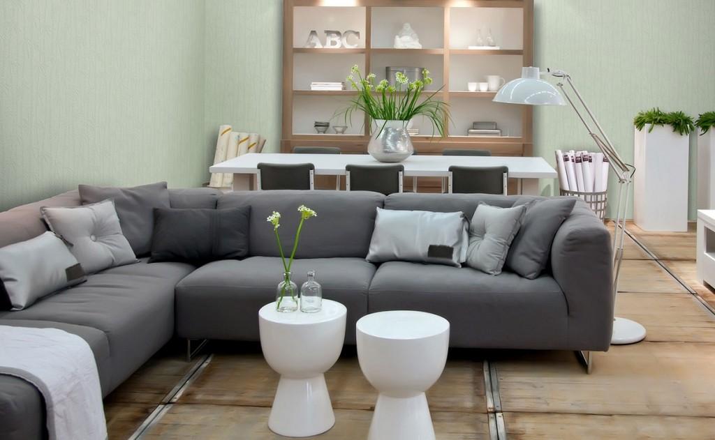 Зонирование кухни-гостиной угловым диваном