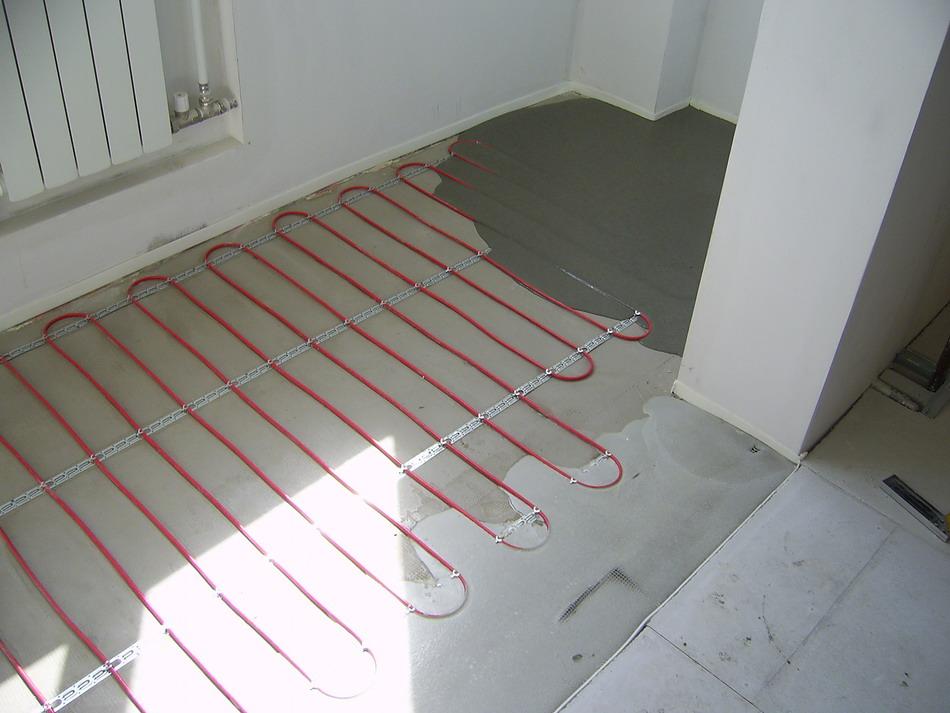 Заливка стяжки поверх нагревательного кабеля на лоджии