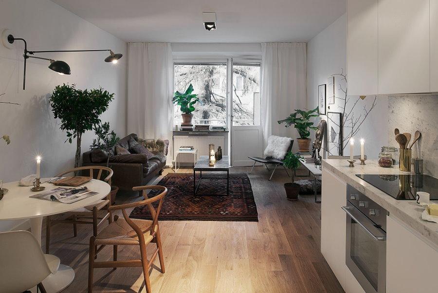 Длинная комната в нордическом стиле интерьера