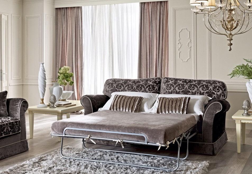 Диван со спальным местом в гостиной классического стиля