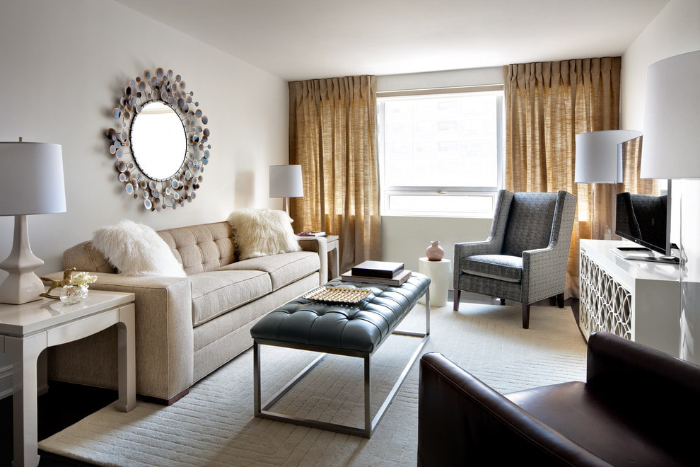 Раскладной диван в гостиной средних размеров